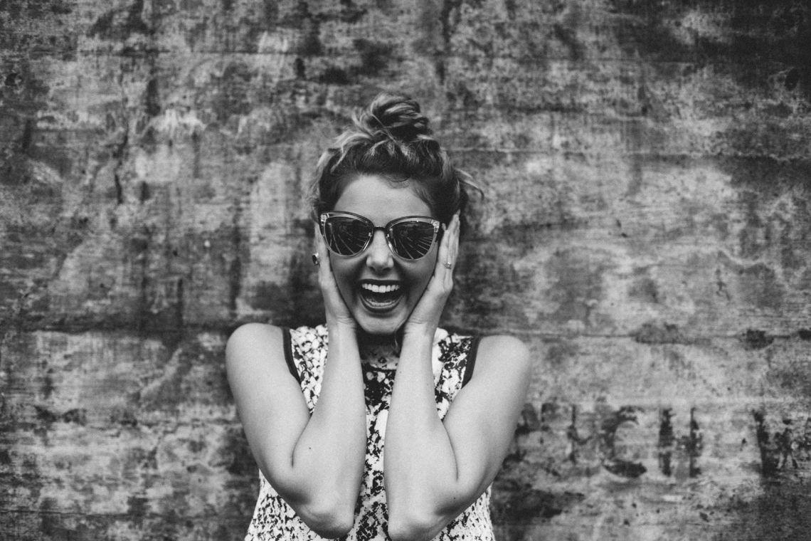 10 acte de bunătate simple prin care poți face pe cineva fericit